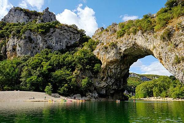 ky-quan-Pont-d'Arc-in-Ardeche-Gorgeo-phap-aivivu